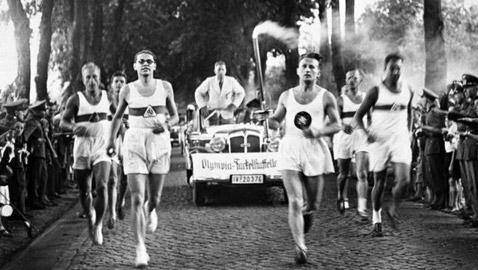 عادة ابتكرها النازيون وتعتمد لليوم بالألعاب الأولمبية