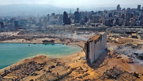 عام على انفجار بيروت: لبنان يغرق في مستنقع الفساد الأوبزرفر