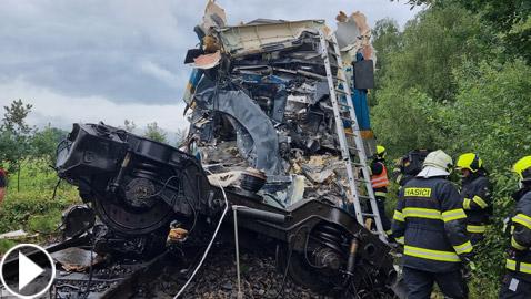 فيديو: قتلى وعشرات المصابين بحادث تصادم بين قطارين في تشيكيا