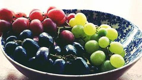 العنب الفاتح أم الداكن..أيهما أكثر فائدة للصحة؟