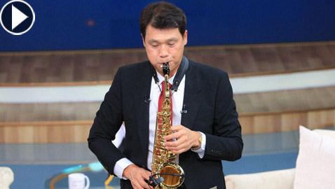 فيديو: السفير الكوري يفاجئ المصريين ويعزف أغنية 3 دقات قائلا: مشهورة لدينا في كوريا!