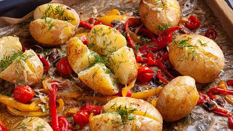 مهروسة بالجبن والثوم أو مطهية بطاجن في الفرن.. وصفات مختلفة ستعيد اكتشافك للبطاطس بالمطبخ