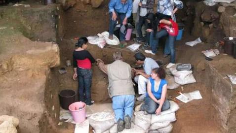 تعود إلى 120 ألف عام! علماء يكتشفون أدلة على بدء صناعة الملابس في  ..