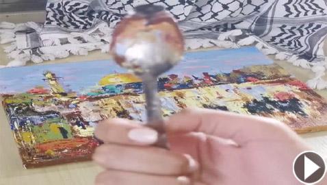 فنانة فلسطينية ترسم بالملعقة لوحة للمسجد الأقصى تضامنا مع أسرى نفق الحرية