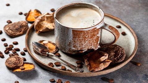 نفس المذاق مع خصائص وفوائد صحية مميزة.. ماذا تعرف عن قهوة الفطر؟