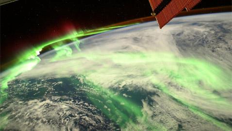 من الفضاء.. صور تحبس الأنفاس لظاهرة الشفق القطبي المدهشة