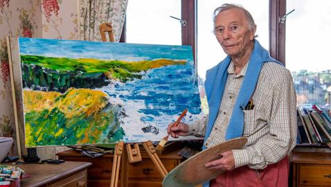 بداية جديدة لمحامي عجوز عاد للجامعة ليدرس الفنون وتخرج بعمر 96 عاما.. صور