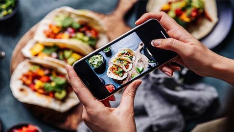تحذير سيصدمكم.. لا تصوروا طعامكم وتنشروه بمواقع التواصل أبدا!