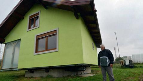 رجل يبني لزوجته منزلا دوارا في 6 سنوات والسبب غريب!