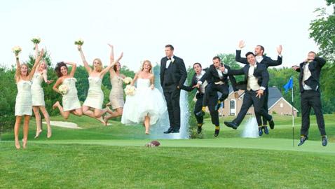 هؤلاء الأشخاص قرروا الخروج عن المألوف في حفل زفافهم: لقطات مبهجة