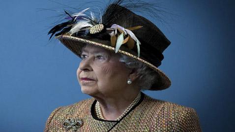 ملكة بريطانيا إليزابيث ترفض منحها لقب عجوز العام