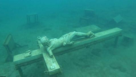 10 أشياء غريبة تم العثور عليها في أسفل البحيرات: سيارات ومنازل